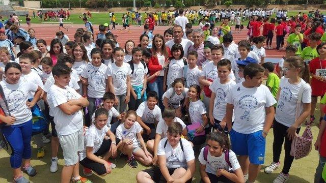 Ruiz (centro) con un grupo de alumnos