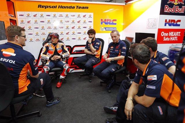 Marc Marquez con el equipo