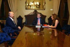 """El alcalde de Bilbao se reúne con el embajador de Australia para avanzar en """"campos de interés"""" comunes"""