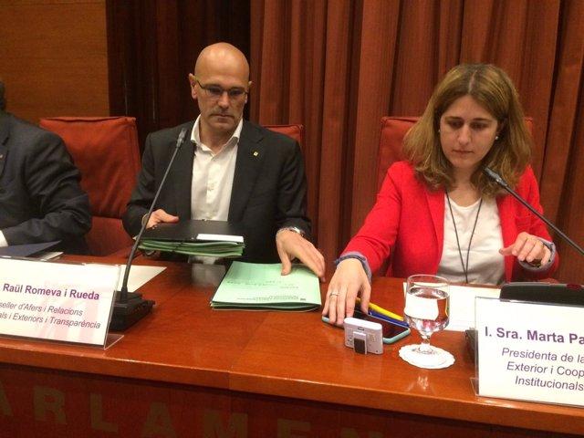 El conseller de Exteriores, Raül Romeva, y Marta Pascal