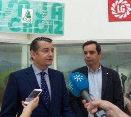 Sanz estima que las reducciones del IRPF para agricultores y ganaderos tendrán un impacto de 94 millones de euros