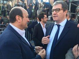 Ortuzar acude a Arbi (Francia) para trasladar el apoyo del PNV a Emmanuel Macron a las presidenciales francesas