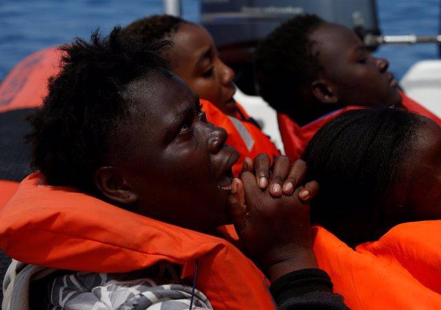 Rescate de inmigrantes en el Mediterráneo por parte de la ONG MOAS