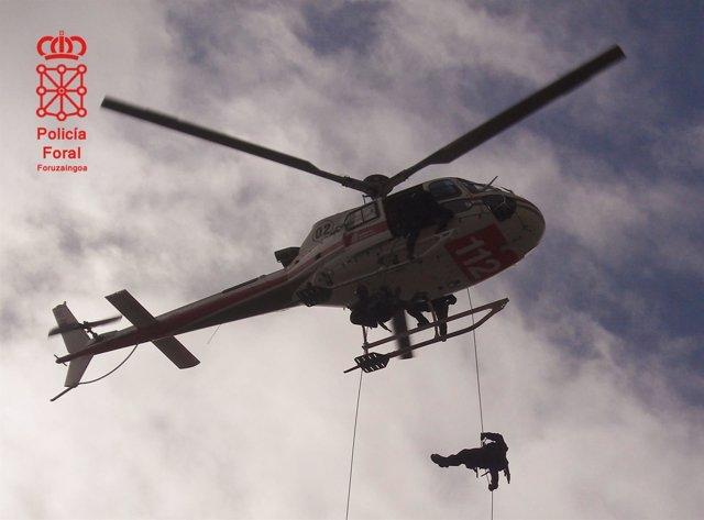 Helicóptero utilizado para localizar a los presuntos autores