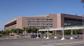 La juez deja en libertad a uno de los cuatro encarcelados por violar a una joven en Sevilla