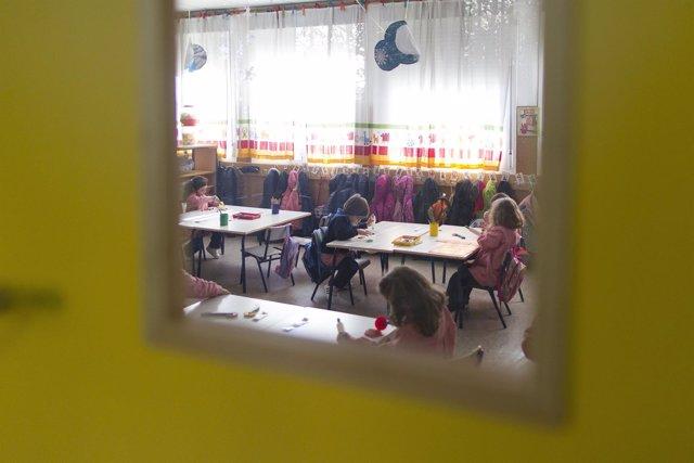 Colegio, aula, primaria, infantil, clase, niño, niña, niños, jugando, deberes