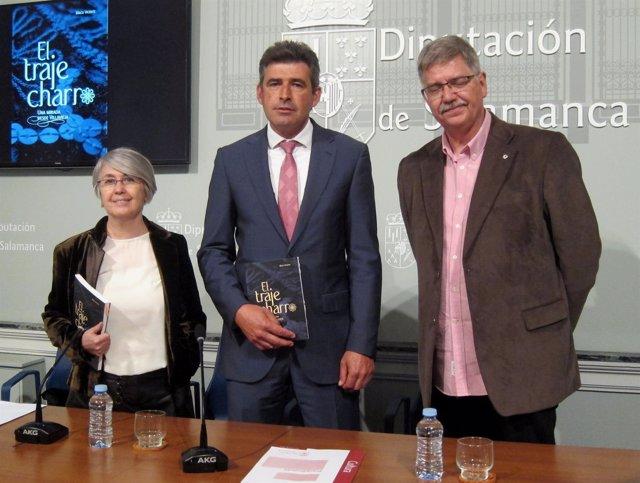 Presentación del libro 'El traje charro' en La Salina de Salamanca