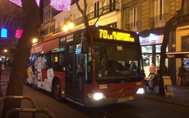 Un autobús de la EMT circulando