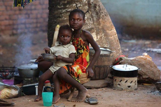 Niños en un campamento de desplazados internos en la capital, Bangui