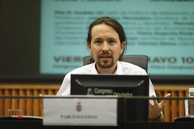 Pablo Iglesias mantiene un coloquio con Mario Tronti