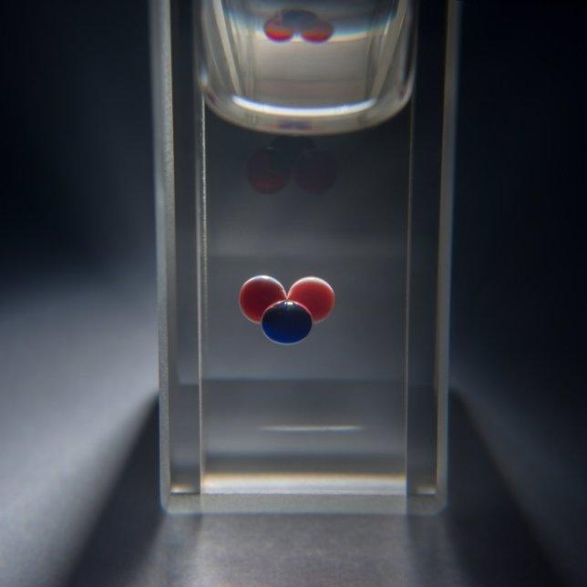 Tres gotitas cpm frentes químicos en circulación pueden almacenar datos