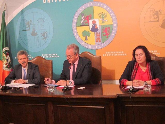 Firma convenio Junta y UEx sobre la dehesa extremeña