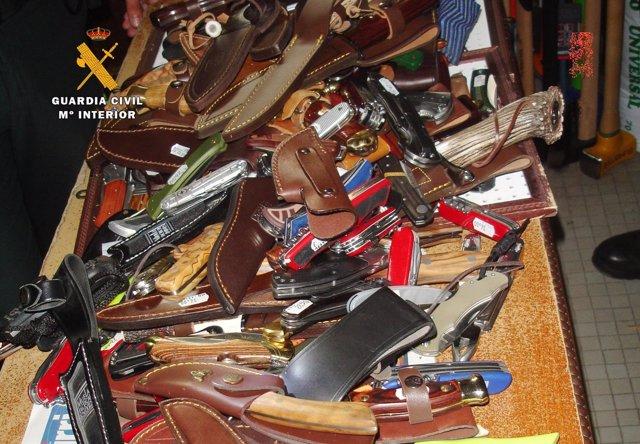 Armas que se encontraron en el petate