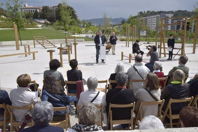 Visita de la corporación municipal al parque de las Pioneras