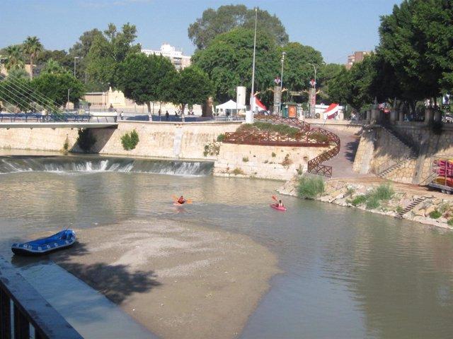 Piragüas en el río Segura