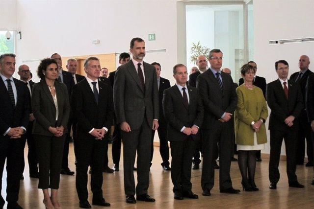 El lehendakari Urkullu, el Rey Felipe VI y otras autoridades