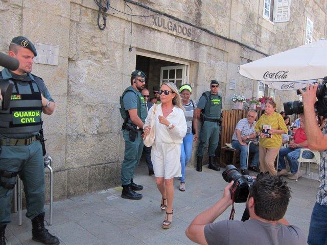 Marina Castaño saliendo de los juzgados de Padrón caso Fundación Cela