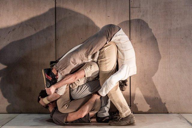 El espectáculo de circo 'InTarsi' de la compañía eia