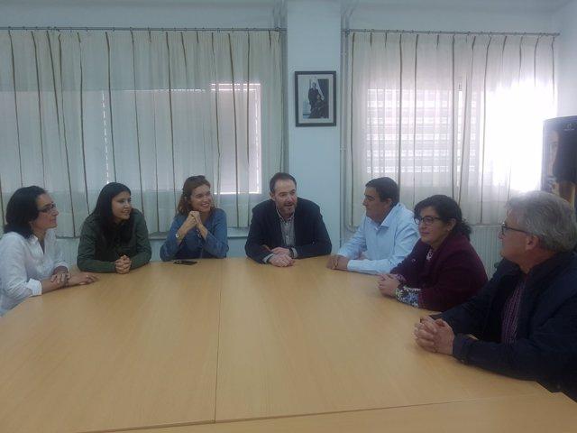 Visita a un colegio de Villalba del Alcor de Vicente Zarza.