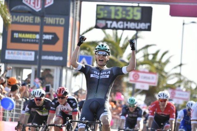 Pöstlberger celebra su victoria en el Giro