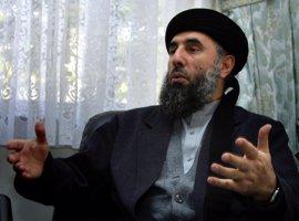 Miles de personas se concentran en Kabul para recibir al ex líder muyahidín Gulbuddin Hekmatyar