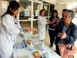Profesionales sanitarios de Córdoba conmemoran el Día Mundial de la Higiene de Manos