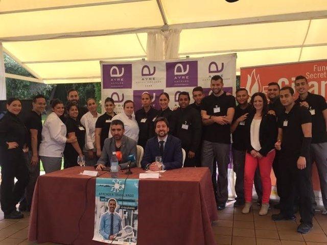 Jiménez y Navarro, junto a participantes en el proyecto