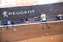 Verdasco participa en un clinic solidario antes de su debut en el Mutua Madrid Open
