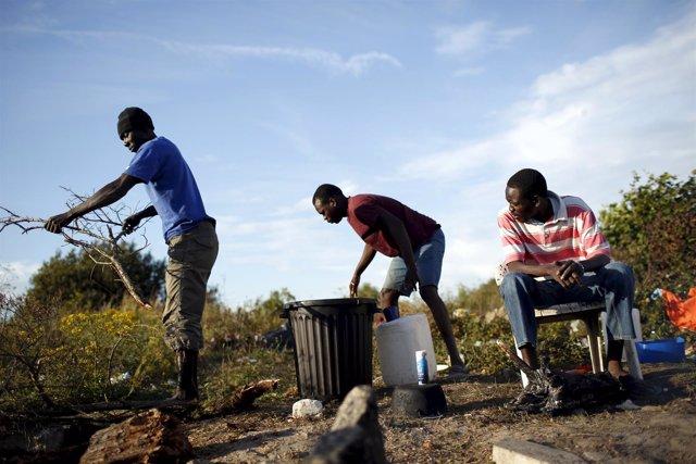 Trabajadores inmigrantes en Francia, cerca de Calais