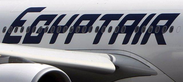 Avión de EgyptAir en el aeropuerto de El Cairo