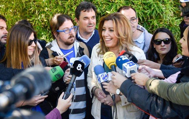 Susana Díaz atiende a los medios en Barcelona