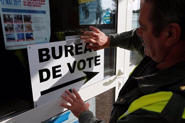 Cartel de oficina de voto en Francia