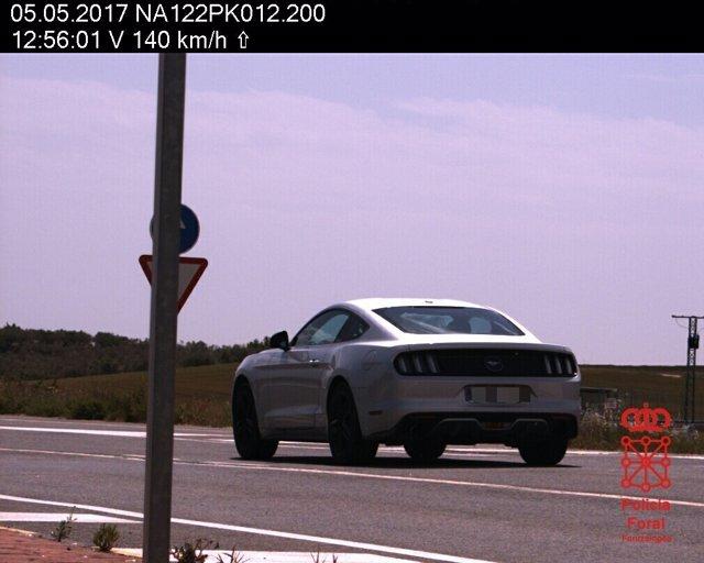 Vehículo circulando a 140 km/h en el cruce de Allo