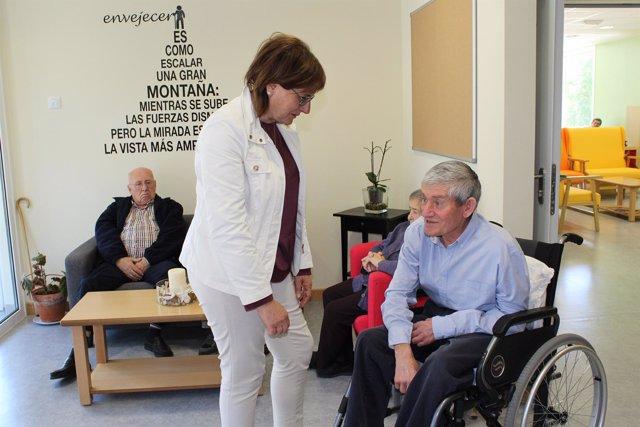 Pilar Varela visita la residencia de Cabrales.