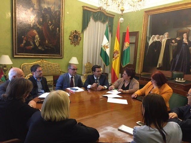 Teresa Jiménez se reúne con el gobierno local del PSOE en Granada