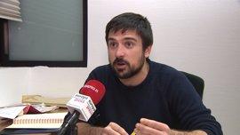 Espinar pide a Susana Díaz que abra una consulta para saber si sus bases quieren a Rajoy o Moción de censura