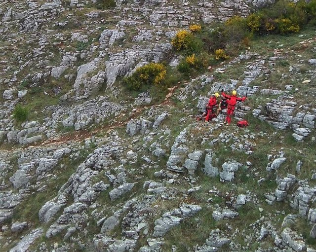 Asistencia a un montañero en el pico Polvareda, en León