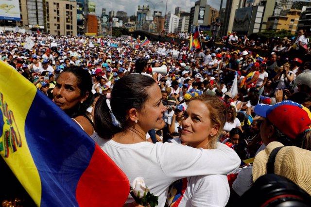 Lilian Tintori y Maria Corina Machado en la Marcha de las Mujeres