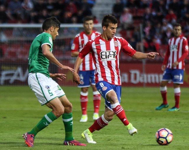 El Girona vence su duelo y se acerca a Primera División
