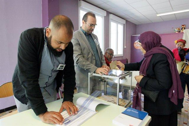 Los franceses votan en la primera vuelta de las elecciones presidenciales