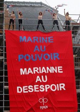 Pancarta de Femen contra Le Pen