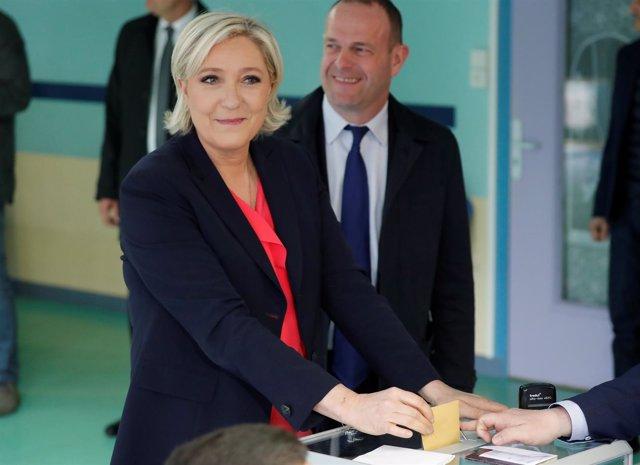 Marine Le Pen vota en Touquet