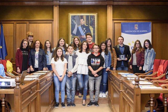 Los alumnos del IES Alto Almanzora en el Salón de Plenos del Palacio Provincial.