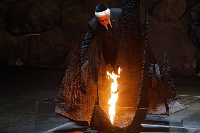 Frank-Walter Steinmeier visita el memorial del Holocausto