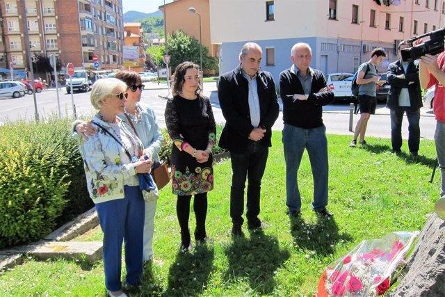 Ofrenda floral en Andoain a José Luis López de Lacalle