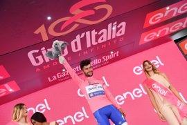 El colombiano Fernando Gaviria logra su primera gran etapa al sprint y se viste de rosa