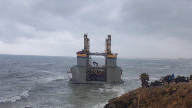 Cajonero gabarra varado playa benalmádena salvamento marítimo Agronauta estructu