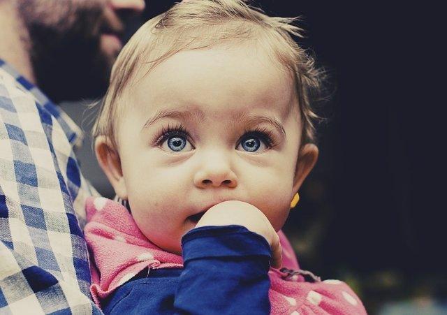 Bebé. Autismo. Padre con su hija