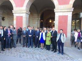 Forcadell, Puigdemont y del Govern avanzan en comitiva hacia el TSJC