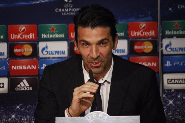 Gianluigi Buffon en rueda de prensa.